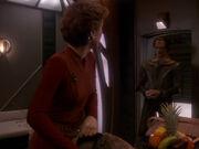 Dukat kommt um Kira zur Konferenz zu bringen