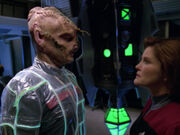Ven droht Captain Kathryn Janeway