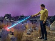 Kirk feuert auf den Felsen
