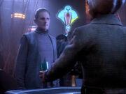 Odo erkundigt sich bei Quark nach Kiras Alibi