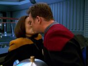 Tom küsst B'Elanna