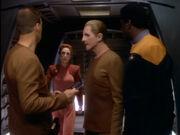 Kira informiert Odo über sofortigen Abflug