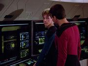 Riker kontrolliert die Arbeit eines wissenschaftlichen Fähnrichs 2364
