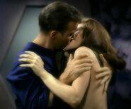 Kirk embrasse Andrea