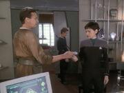 Janel informiert Ezri über Stand der Ermittlungen