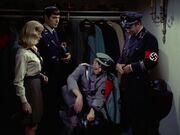 McCoy hat Probleme mit seiner Uniform