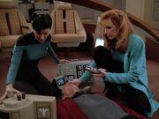 Crusher und Ogawa behandeln Picard