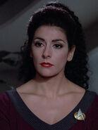 Nagilum in Gestalt von Deanna Troi