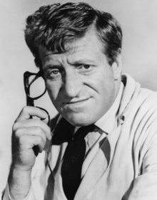 File:Clive Revill.png