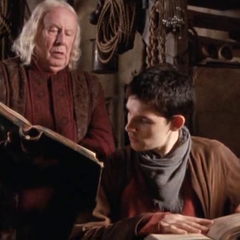 Gajusz i Merlin odnajdują informacje na temat oka feniksa.