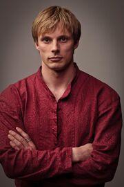 Bradley James is King Arthur in Merlin season 5