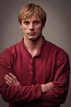 Bradley James is King Arthur in Merlin season 5