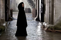 Gwen in cloak2