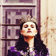 The-Queen-morgana-26966450-500-500