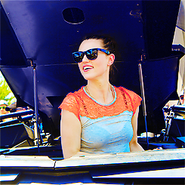 Katie McGrath Comic Con 2012-4