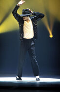 VMA-1995-GOD-michael-jackson-24612571-1675-2560