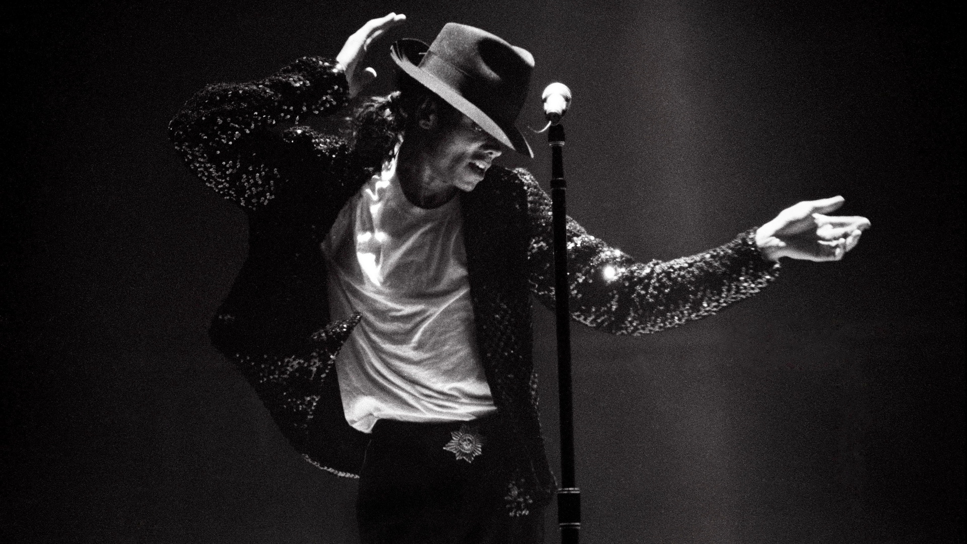 Michael Jackson Performing On Stage