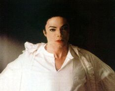 Ghosts-michael-jackson-7127067-526-418