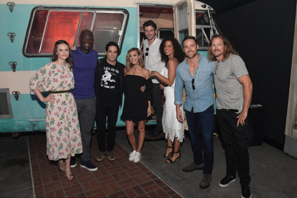 "File:07-22-17 San Diego Comic Con Sarah Ramos, Peter Mensah, Yul Vazquez, Arielle Kebbel, Francois Arnaud, Parias Fitz-Henley, Dylan Bruce and Jason Lewis at the ""Midnight, Texas"" Activation at Tin Fish.jpg"