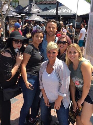 File:SDCC Comic Con 2017 - Dylan Bruce with fans.jpg