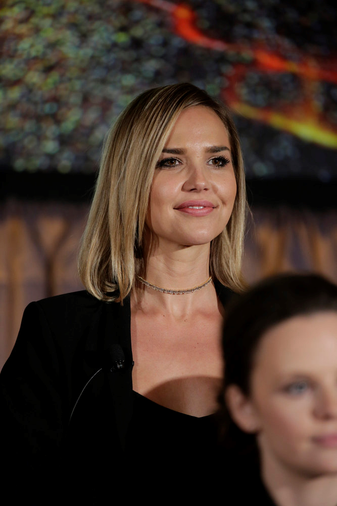 Arielle Kebbel Midnight Texas Wiki Fandom Powered By Wikia