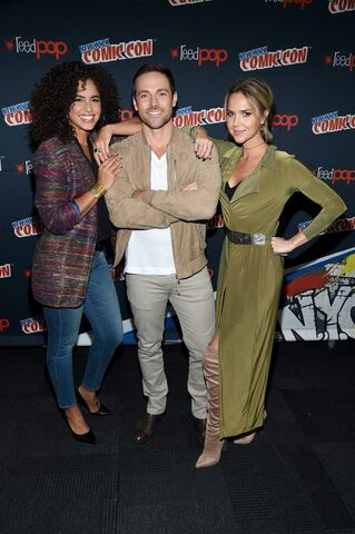 File:Midnight, Texas at New York Comic Con Parisa Fitz Henly, Arielle Kebbel and Dylan Bruce.jpg
