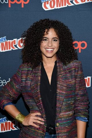 File:Midnight, Texas at New York Comic Con Parisa Fitz Henly.jpg