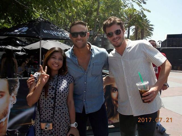 File:SDCC Comic Con 2017 - François Arnaud and Dylan Bruce with a fan.jpg