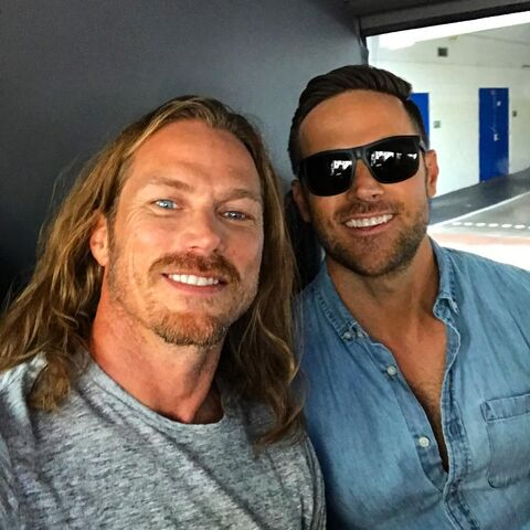 File:SDCC Comic Con 2017 - Jason Lewis and Dylan Bruce 'kicking off Comic Con'.jpg