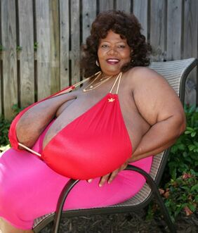 Norma-stitz-worlds-largest-breasts2-e1308833853758