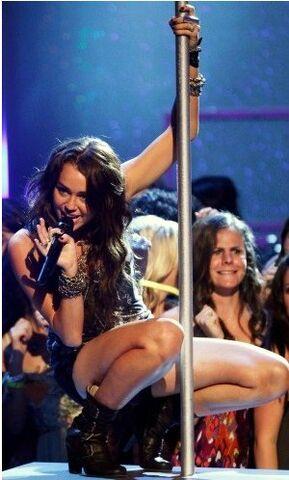 File:Miley pole dancing.jpg
