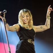 Miley-cyrus-john-legend-pink-gwiazdy-organizuja-darmowe-koncerty-online