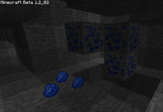 Файл:Lapis Lazuli pieces by KhuseleN.jpg