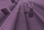 El pilar púrpura formando parte de la ciudad del Fin