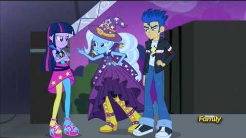 Twilight Sparkle and Flash Sentry hugging