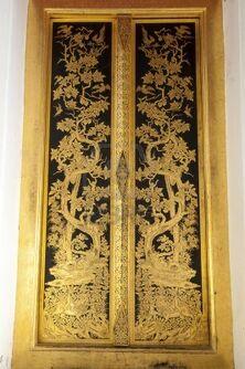 8704164-puerta-dorada-en-phra-prathom-jedi-nakhon-pathom-tailandia