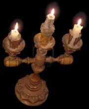 655821-candelabro-de-madera-con-3-velas-brillo-aisladas-en-negro