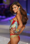 03212 VSFS08 TheModerns Twitchy 008 122 136lo