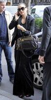 85700 Tikipeter Miranda Kerr is seen arriving at her hotel 005 122 511lo