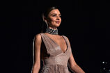 Miranda-kerr-attends-the-koradior-show-during-milan-fashion-week-on-picture-id610522558