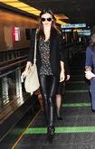 15964 Miranda Kerr at Tokyo Haneda Airport Japan January 27 2012 001 122 402lo