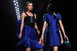 Miranda Kerr Viktor Rolf Runway Paris Fashion OJi 2D-d3gl