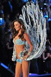 Miranda-kerr-2011-victoria-s-secret-fashion-show-25
