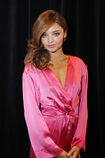528002969-miranda-kerr-poses-backstage-at-the-gettyimages