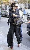 85669 Tikipeter Miranda Kerr is seen arriving at her hotel 003 122 20lo