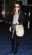 15950 Miranda Kerr at Tokyo Haneda Airport Japan January 27 2012 007 122 457lo