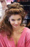 528002987-miranda-kerr-prepares-backstage-at-the-gettyimages