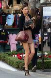 28014 celebrity-paradise com-The Elder-Miranda Kerr 2010-02-01 - shopping at Victoria Secrets 9131 122 3lo