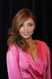 528002973-miranda-kerr-poses-backstage-at-the-gettyimages