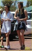 Miranda-kerr-has-an-afternoon-in-malibu-14